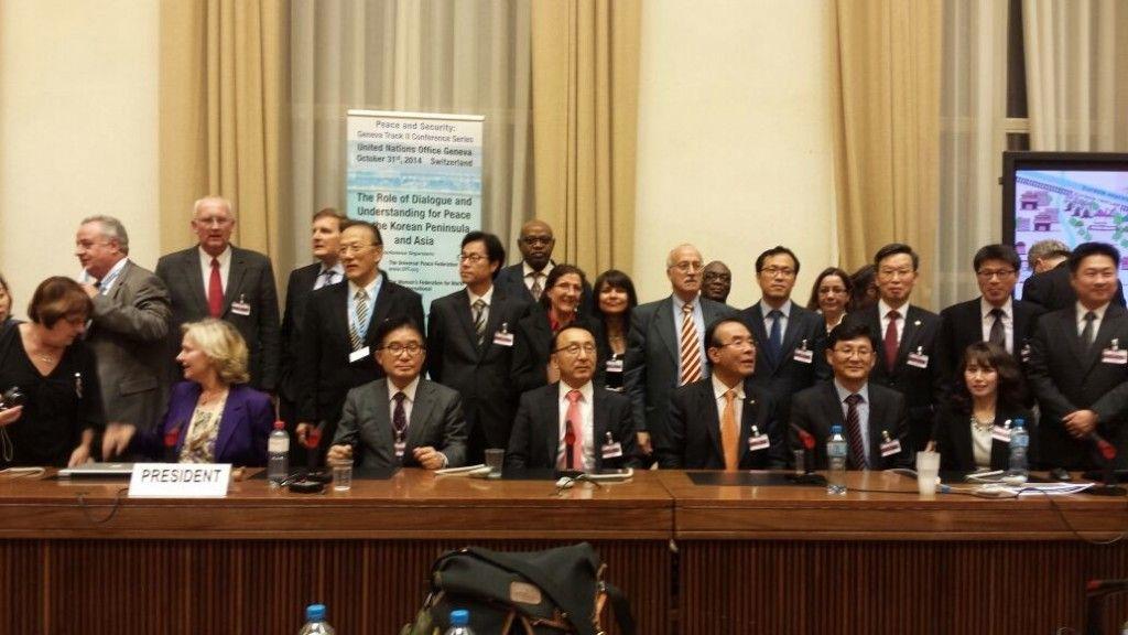 """Participantes en la conferencia internacional sobre """"La Paz, Diálogo y Unificación en la península coreana"""", en la sede de la ONU, en Ginebra"""